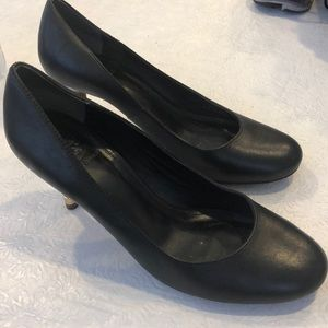 Size 8.5 Tory Burch pumps